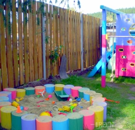Детская площадка в саду из подручных материалов фото