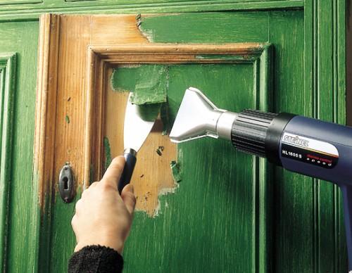 Как снять старую краску с деревянной двери своими руками