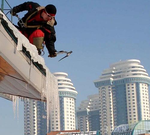 Работы по очистке крыши от снега оформляются приказом