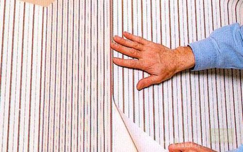Как наклеить флизелиновые обои своими руками