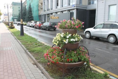 Оформление цветов своими руками на улице фото