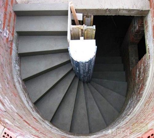 для монолитной лестницы,