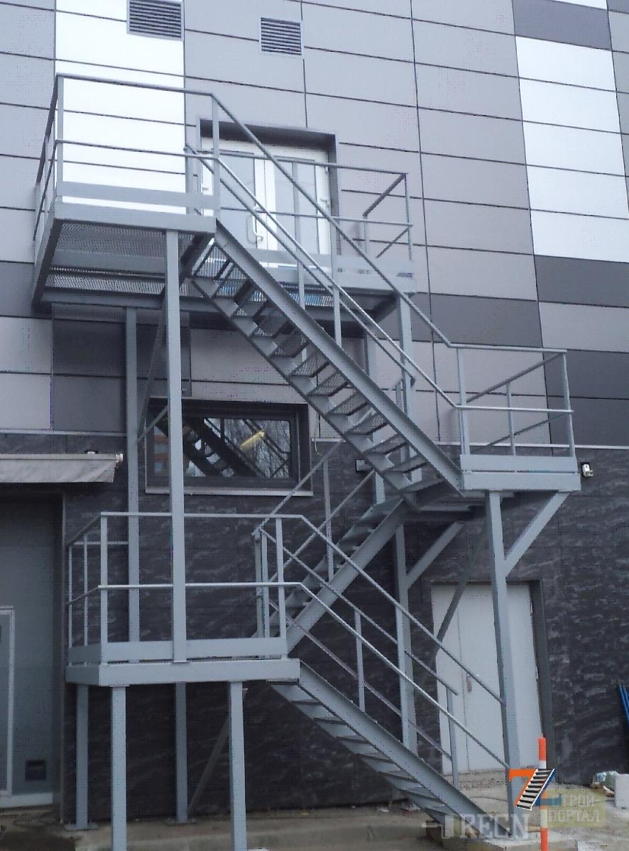 Наружная лестница фото