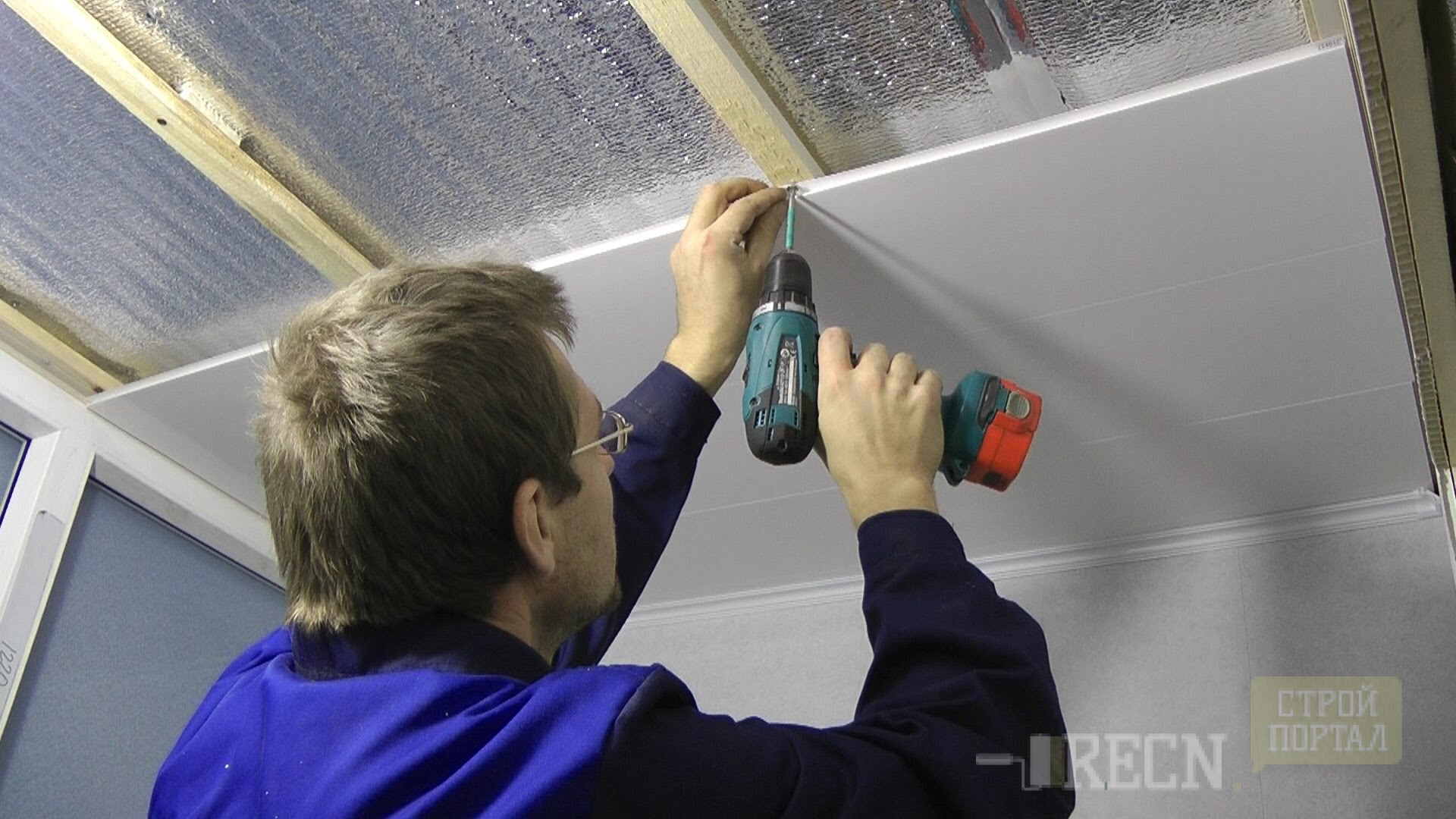 Монтаж потолочных панелей пвх. как крепить потолочный плинту.