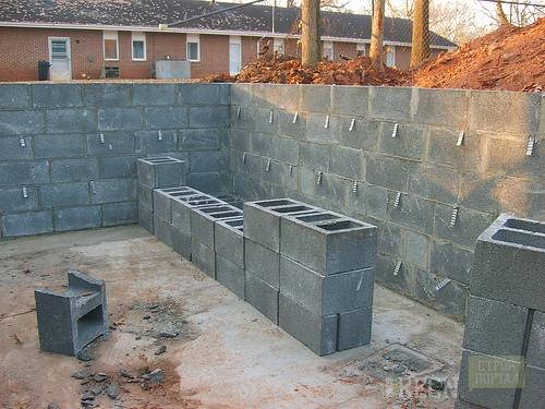 Кладка керамзитовых блоков