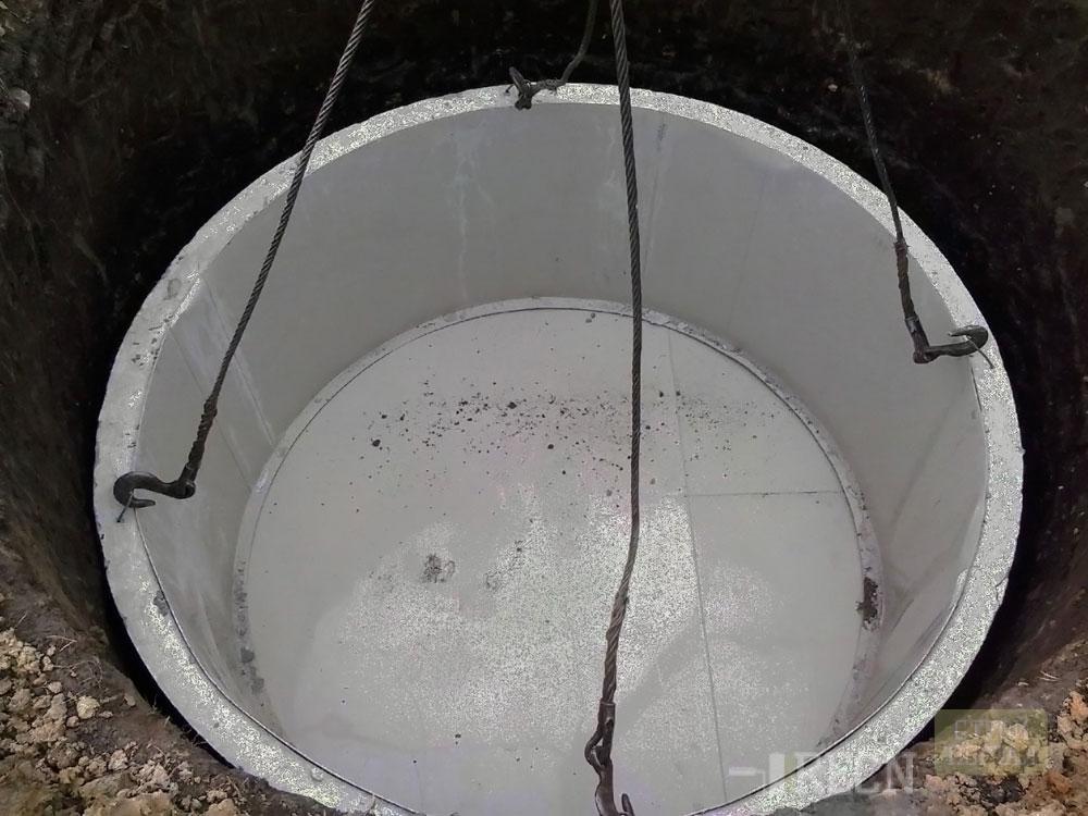 Бассейн из бетонного кольца фото