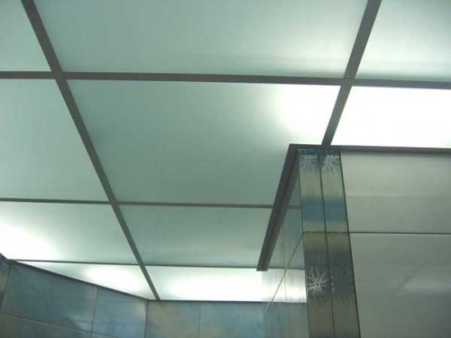 Foto-4-Potolok-Armstrong-material-vstavok-steklo