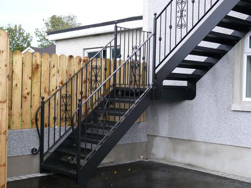 Лестница железная уличная