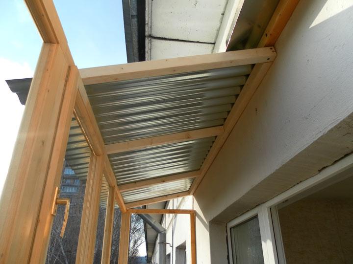 Крышу на балкон видео - установка крыши на балкон. остеклени.
