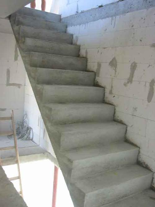 Как построить бетонный лестницу