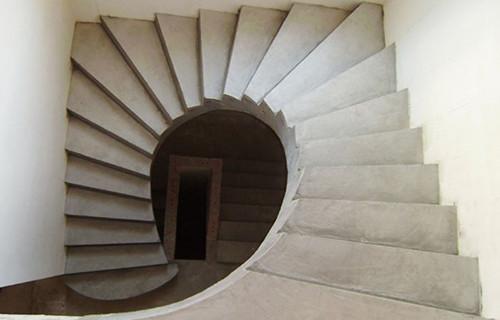 монтаж лестниц и инструкция по изготовлению из бетона