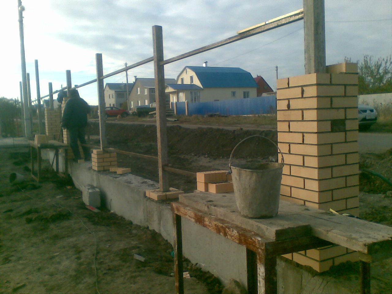 Строительство забора с фундаментом своими руками